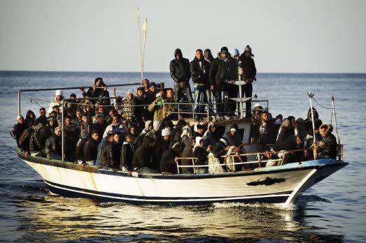 la France offre des bateaux aux libyens pour bloquer les migrants