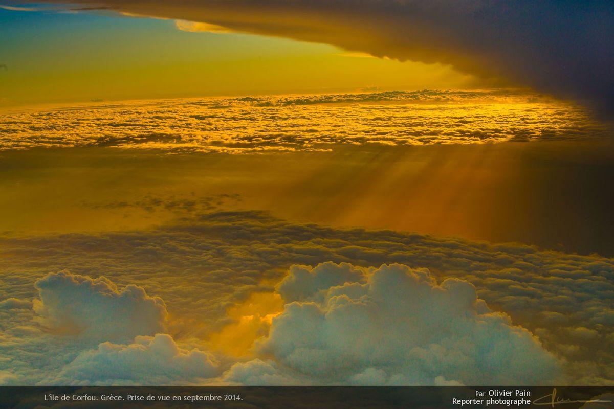 Photo : Coucher de soleil à quelques 30 000 pieds d'altitude.