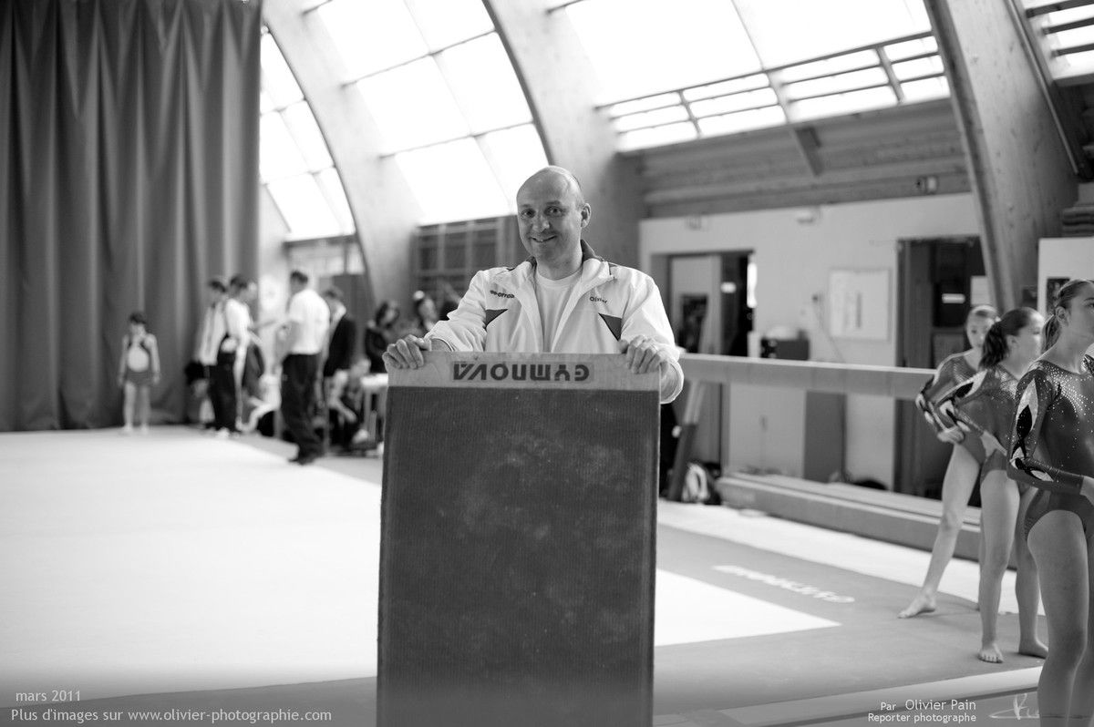Photographie, reportage gymnastes : Olivier leur entraineur.