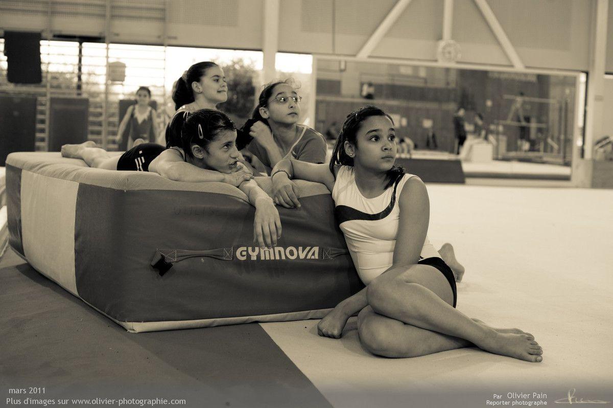 """Photographie, reportage Gymnastes : Les filles en """"mode radeau de la méduse""""."""