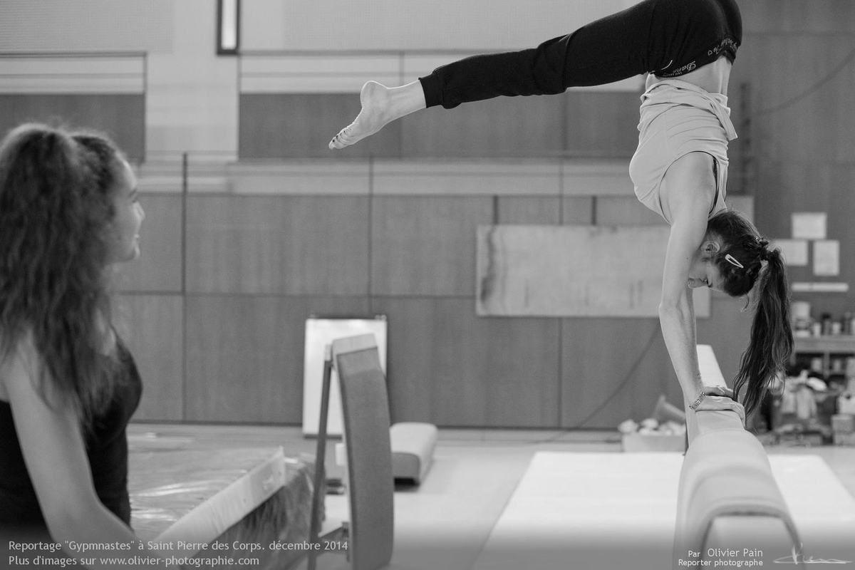 Reportage Gymnastes à Saint pierre des Corps en france. Reportage sur la gymnastique et l'évolution de jeunes gymnastes.