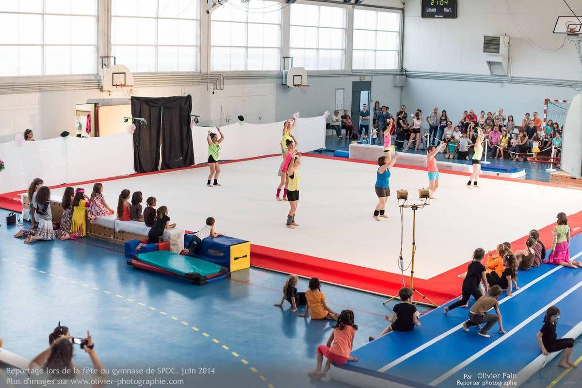 Reportage sur la gymnastique en France. Suivi de jeunes gymnastes à Saint Pierre des Corps à 4km de Tours.