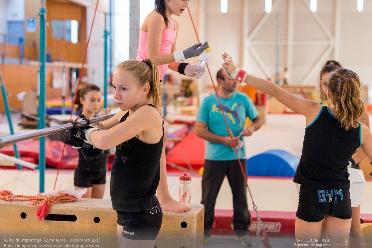 Reportage sur la gymnastique artistique féminine en France. Reportage réalisé à Saint pierre des Corps près de Tours. Période de Noel.