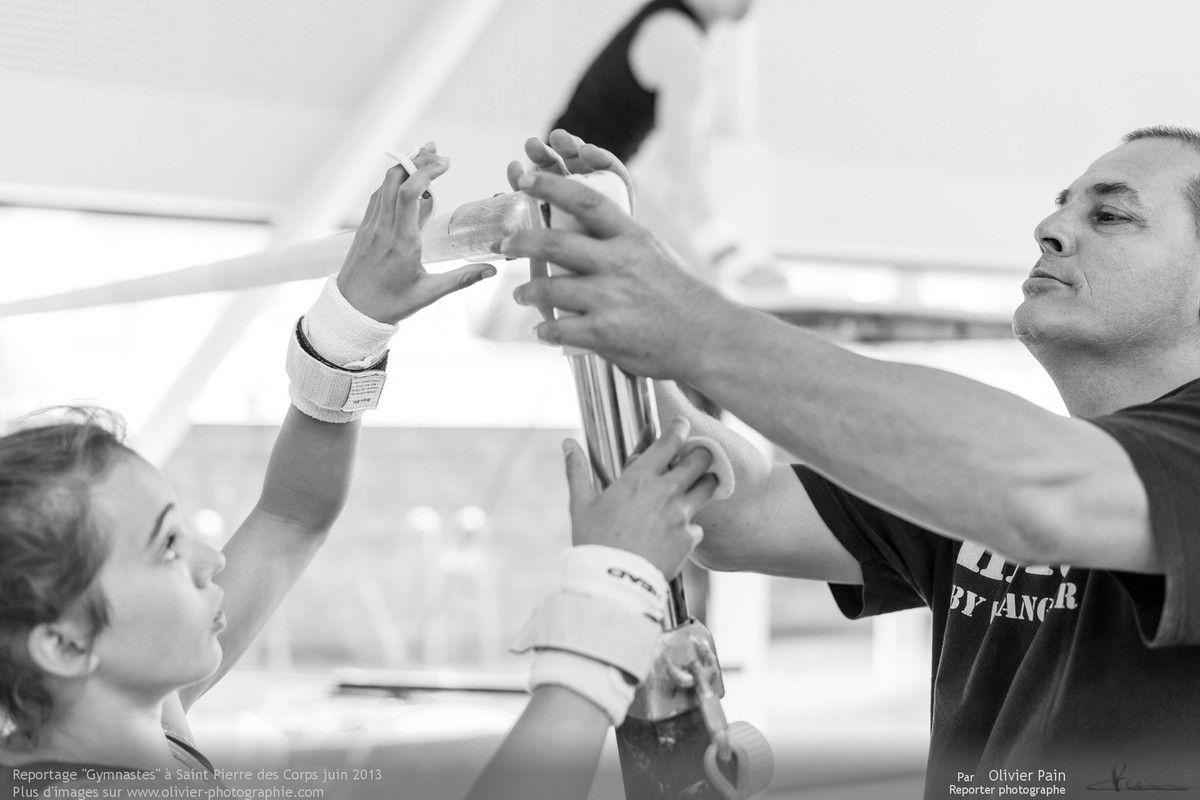 Reportage sur la gymnastique en France. Suivi d'une équipe de jeunes gymnastes de Saint Pierre des Corp, ville située à quelques km de Tours.