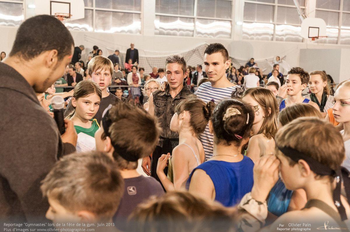 Reportage sur la gymnastique en France. Le thème de ce reportage est le suivi de jeunes gymnastes s'entrainant au gymnase du Val Fleuri à quelques km de Tours.