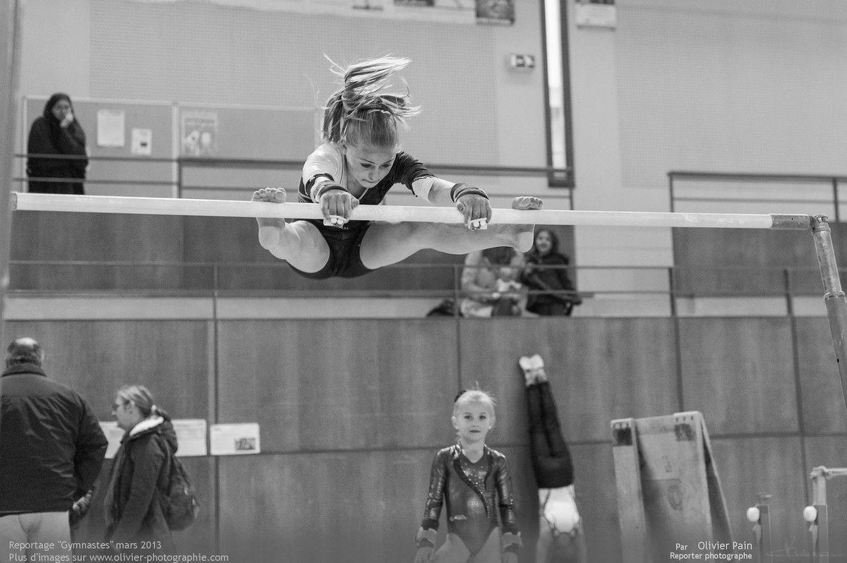 Reportage sur la gymnastique en France réalisé à Saint Pierre des Corps au gymnase du Val Fleruri à quelques km de Tours. Suivi d'une équipe de jeunes gymnastes.