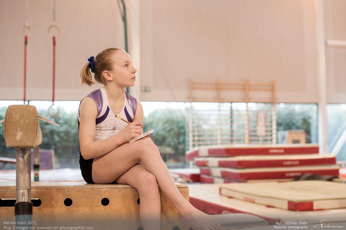 Reportage photographique sur la gymnastique en France. Réalisé principalement au gymnase du Val Fleuri à Saint Pierre des corps près de Tours, il a pour sujet le suivi d'une équipe de jeunes gymnastes.