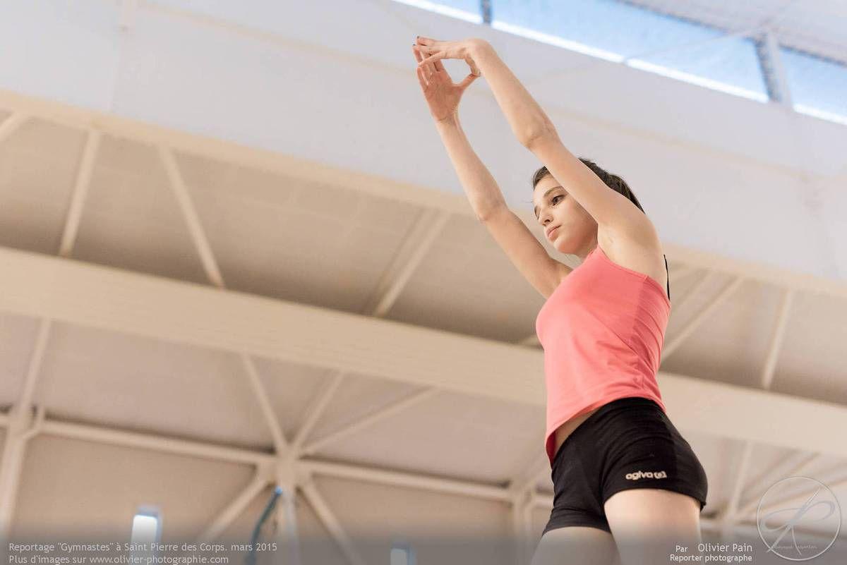 Reportage sur la gymnastique artistique féminine. Suivi d'une équipe de jeunes gymnastes depuis 2011 réalisé à Saint Pierre des Corps à quelques km de Tours.