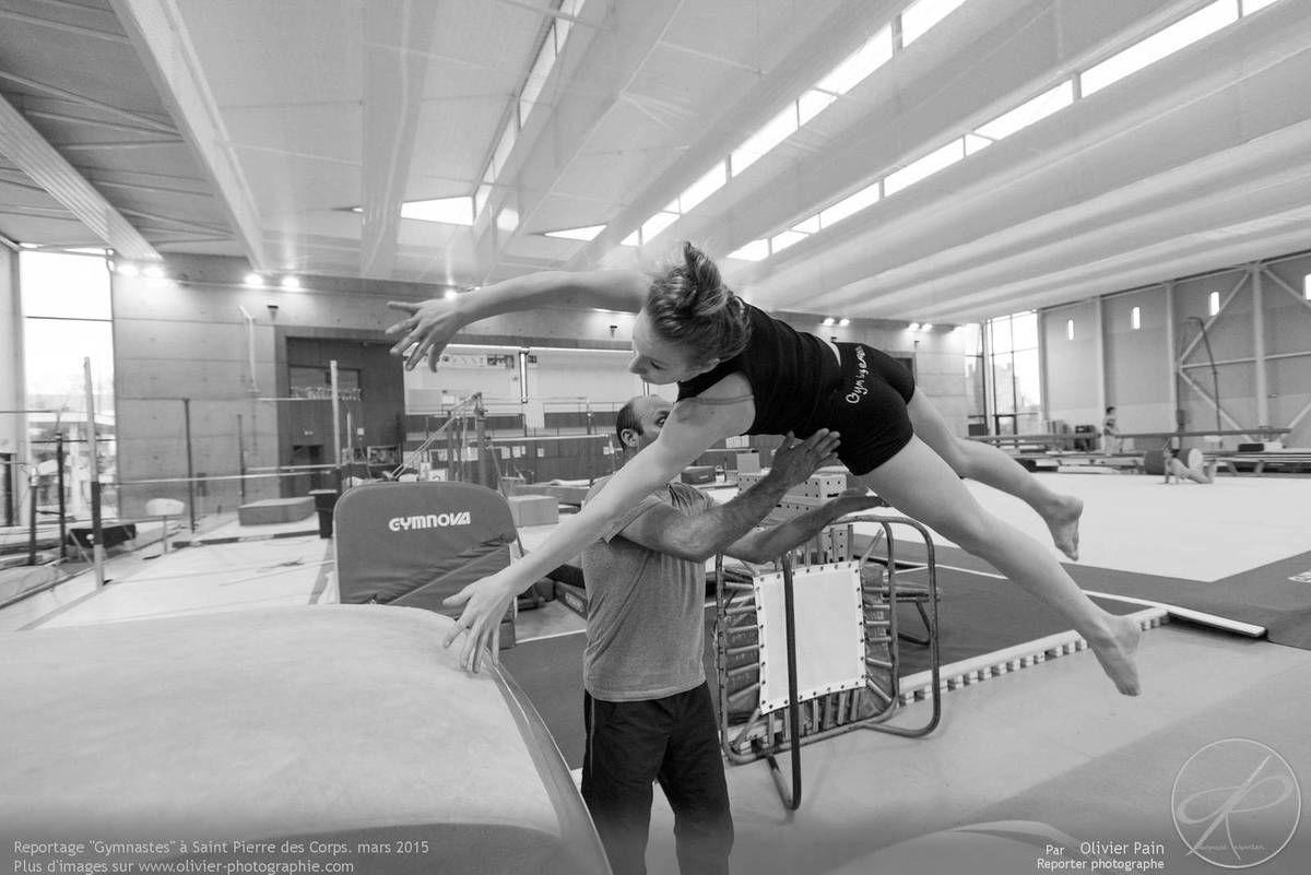Reportage sur la gymnastique artistique féminine (GAF) en France. Reportage réalisé à Saint pierre des corps à quelques km de la ville de Tours.