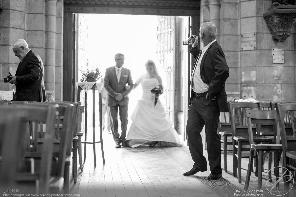 Reportage lors d'un mariage près de Tours. Réalisé par olivier pain reporter photographe à tours.
