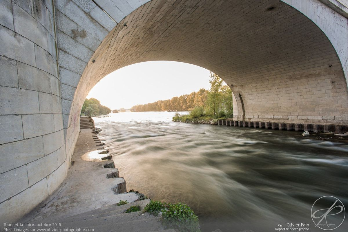 Photographies prises sous le pont Wilson à Tours. France.