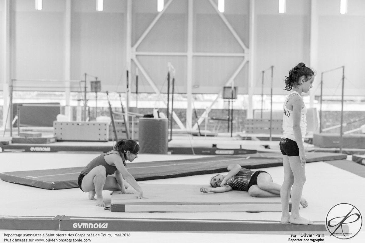 Reportage sur la gymnastique en France réalisé à Saint Pierre des Corps près de Tours. Suivi de jeunes gymnastes.