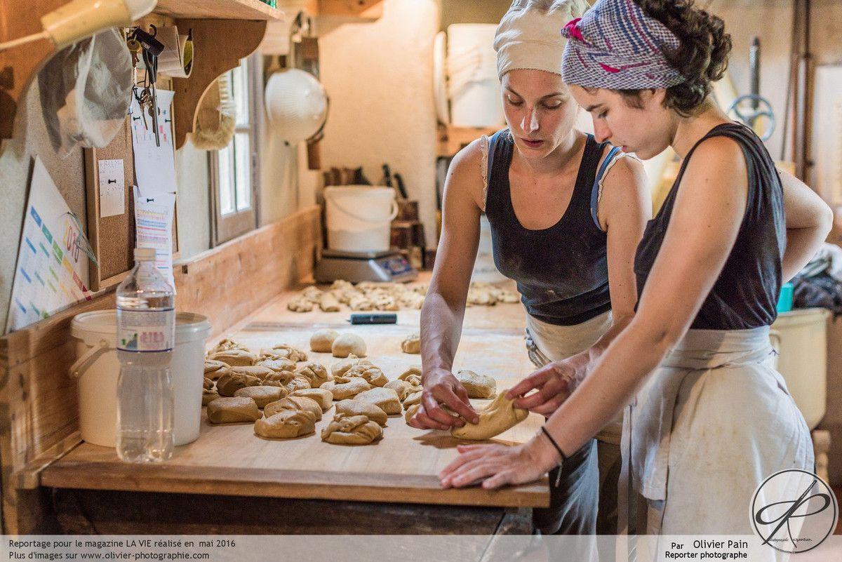 Reportage sur une artisan boulangère de Faverolles sur Cher près de Tours. Reportage photo réalisé pour le magazine La Vie catholique.