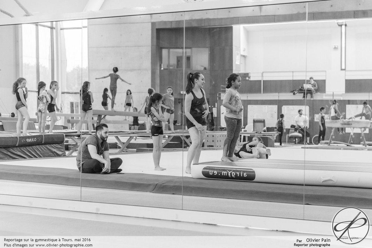 Reportage sur la gymnastique, Gymnastes, réalisé à Saint Pierre des Corps depuis 2011. Suivi de jeunes gymnastes françaises.