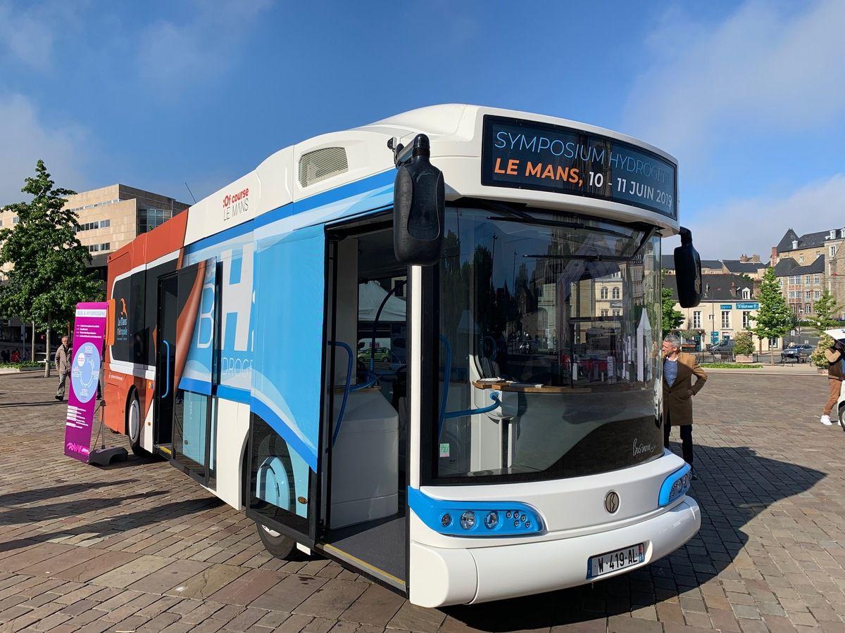 Présentation du bus à hydrogène aux manceaux
