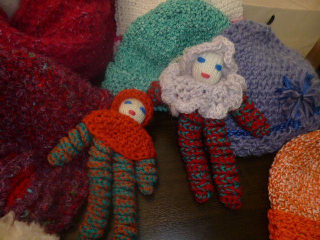 Des bonnets, des débardeurs, des poupées, des chats et j'ai craqué pour la poupée rouge !