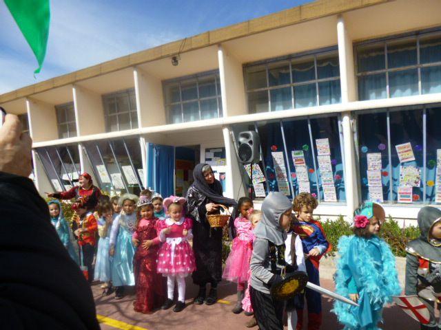 Ecole Langevin à Sète section grand pas de vidéo moins bien que le deuxième carnaval 10 mars 2015