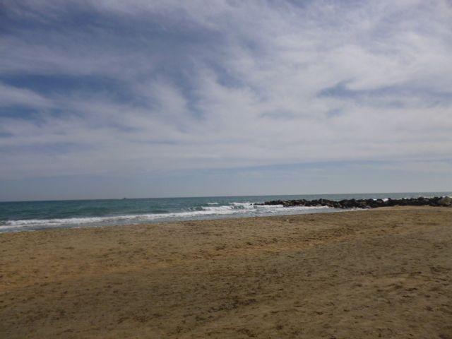 L'aire de jeu et le resto sur la plage quel bonheur de vivre à Sète plus jamais je retourne en ville sans la mer plus jamais on se l'est juré avec Harley