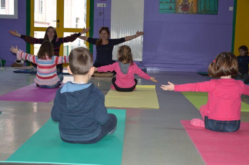 En janvier en MS/GS : la carte de voeux, la galette et le yoga.