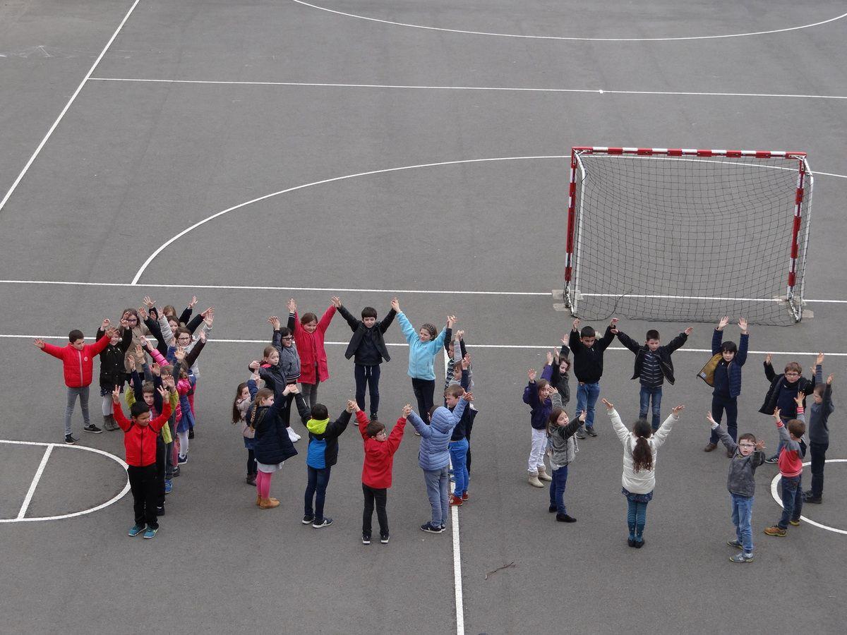 Les CE1-CE2 fêtent le 100 ème jour d'école!