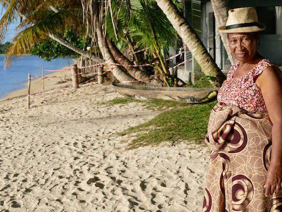 C'est Ginette qui a averti le chef du village après la découverte des corps, devant sa gargote. (photo LD)
