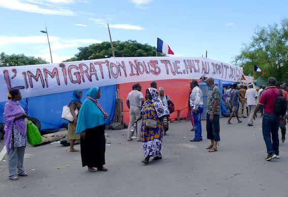 Barrage des Mahorais pour protester contre l'immigration clandestine