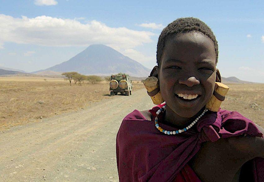 Massaï au pied du volcan Lengaï, Tanzanie