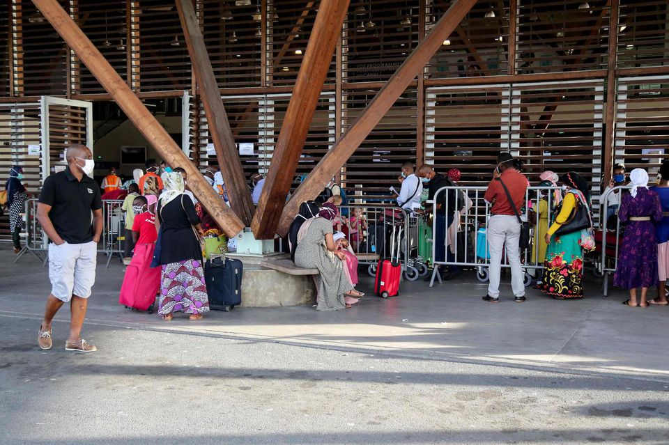A l'aéroport de Dzaoudzi-Pamandzi, à Mayotte. Photo Ali al-Daher.AFP