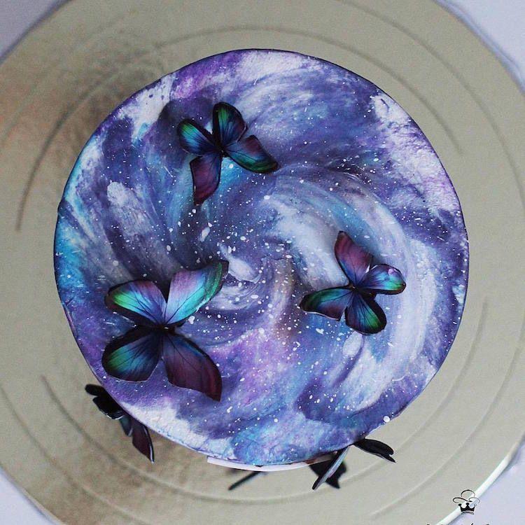 Esta pastelera hace tartas increíbles con galaxias comestibles y jardines secretos dentro