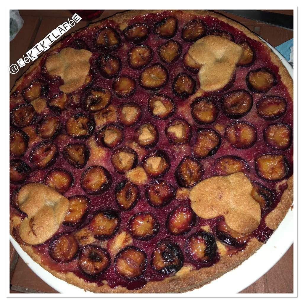 La seule photo (pas belle) de la tarte en entier. Il faisait nuit pas simple et on avait faim lol
