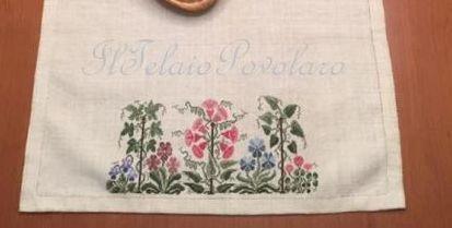 Una striscia in lino bianco, uno schema di Parolin, e .... la primavera è ' in tavola ' ...