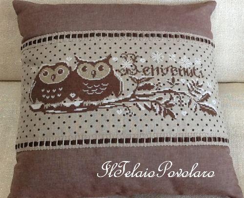Per il terzo cuscino sempre a punto croce, lino naturale  Zweigart 12,6 fili con piccoli pois marrone ...
