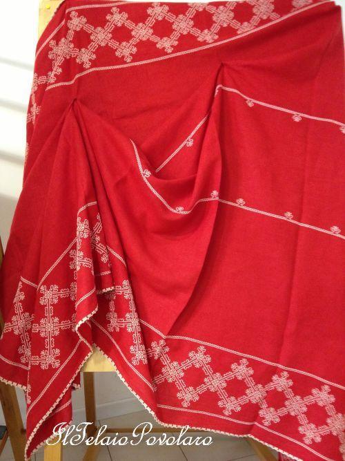 Punto ''Caterina De Medici'' in bianco per una spendida  tovaglia  rossa