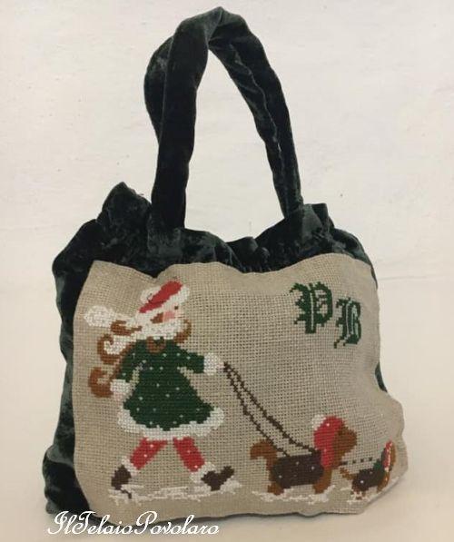 Uno schema di Lilli Violette per una graziosa borsa  in velluto che  sa di Natale ...