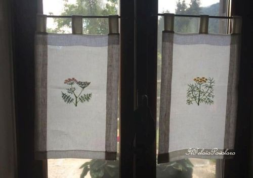 Per la tenda di Patrizia Dellai, invece,  graziosissimi fiori di campo