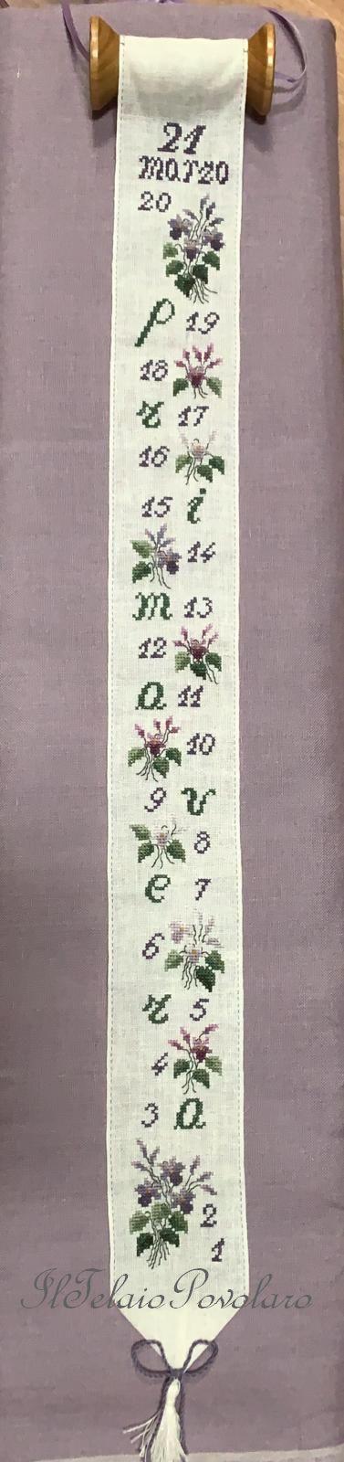Violette di primavera di #RenatoParolin su bordo in lino ed un rocchetto per appendino