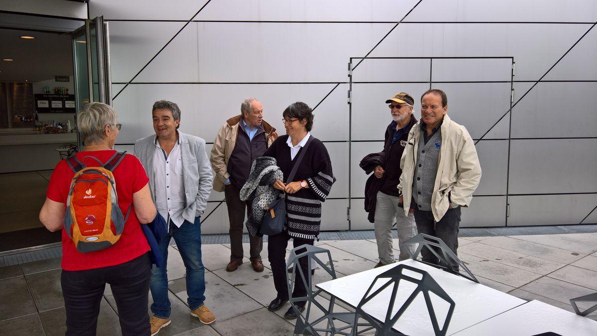 Le Musée des Confluences est un musée d'histoire naturelle, d'anthropologie, des sociétés, et des civilisations, de Lyon en Auvergne-Rhône-Alpes. Héritier du Musée d'histoire naturelle Guimet de Lyon, il est hébergé dans un bâtiment ultra design de style déconstructiviste de l'agence d'architecture Coop Himmelb(l)au de 20142, dans le quartier de La Confluence, sur la pointe sud de la Presqu'île de Lyon, au confluent du Rhône et de la Saône.