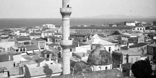 Mosquée en Crète en 1909. Il ne reste plus de mosquées en fonctionnement en Grèce, à part en Thrace occidentale. © Leemage
