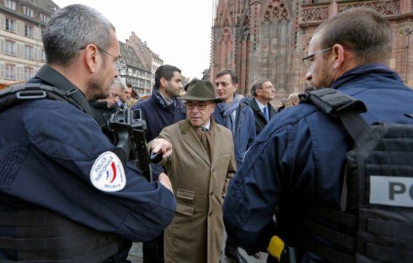 FRANCE : Plusieurs ministres dont Bernard Cazeneuve auraient décidé d'arrêter la politique