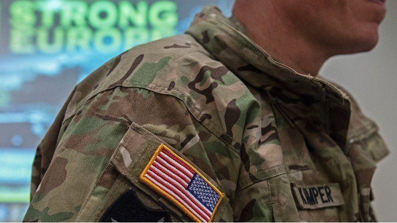 Un soldat américain à un meeting sur le déploiement de l'OTAN dans les pays baltes