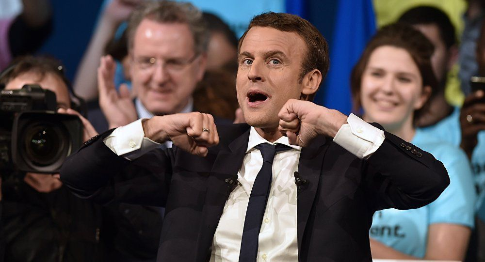 Macron exclut toute «coalition» avec LR ou le PS et tacle Baroin