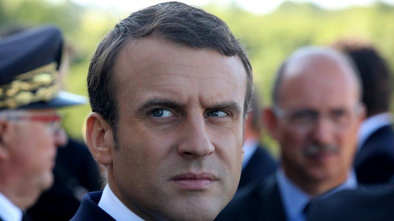 Emmanuel Macron se nomme chef des services secrets