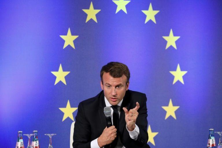 Emmanuel Macron va reconnaître le drapeau européen pour qu'il soit maintenu dans l'hémicycle