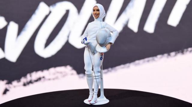 Pour la première fois, Barbie porte le voile