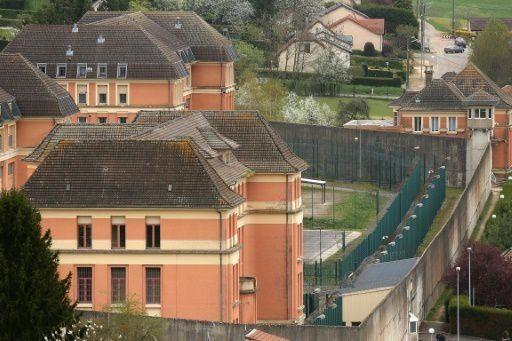 Prison: le ministère de la Justice veut installer un téléphone fixe par cellule