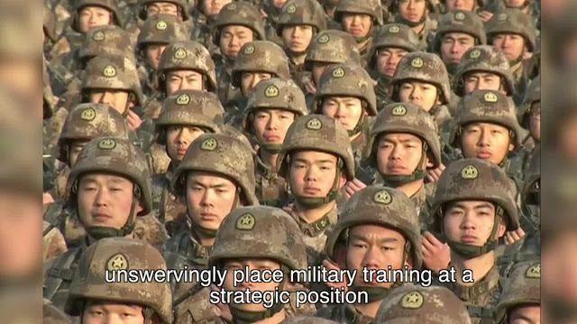 Une vidéo filmée le 3 janvier dernier, montre la cérémonie qui a été retransmise simultanément devant 4000 rassemblements militaires en Chine alors que le chef de l'Armée Populaire de Libération (APL) a logé un appel de préparation à la guerre à ses troupes