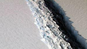 De nombreuses failles sont visibles du haut des airs,au-dessus de l'Antartique.