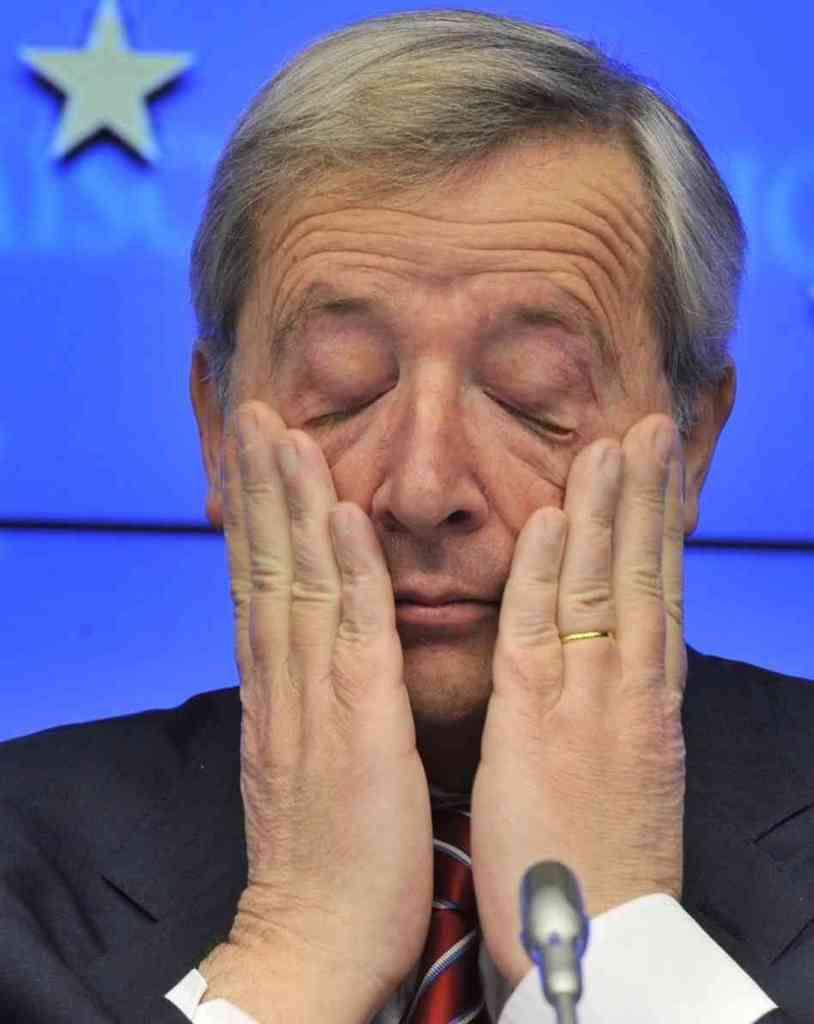 Foutage de gueule XXL! Au sommet de l'OTAN, Jean-Claude Juncker semble totalement saoul...il affirme que c'est une sciatique