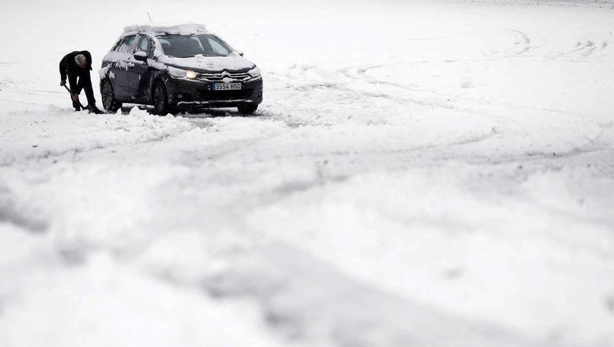 FRANCE - Météo : trente-sept départements en alerte «neige et pluie»