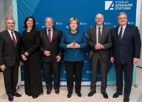 Merkel : les Etats de l'UE doivent céder leur souveraineté à Bruxelles… et signer le pacte sur la migration